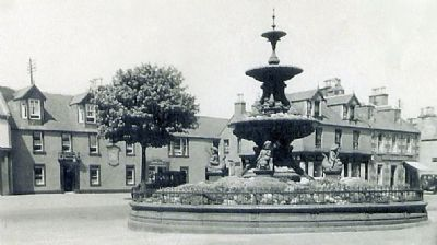 Elphinstone Hotel (left) and Jubilee fountain circa 1930